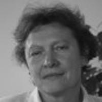 Elżbieta Wichrowska-Janikowska - prawnik, z zamiłowania ogrodnik i podróżnik, autorka wielu książek i artykułów